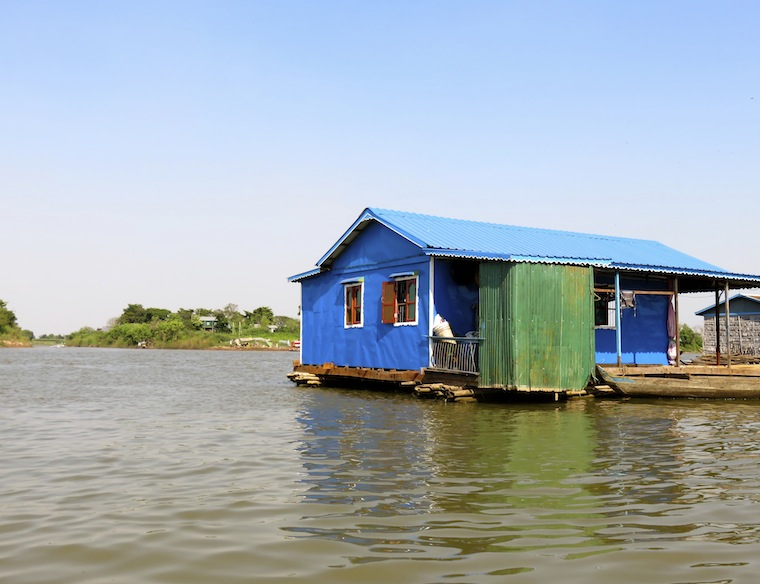 floating-house-kompong-chhnang-cambodia