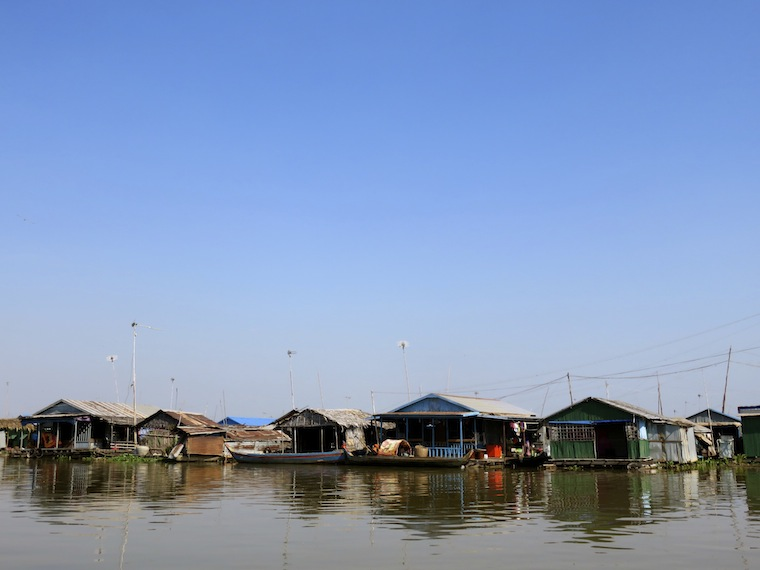 floating-houses-kompong-chhnang-cambodia