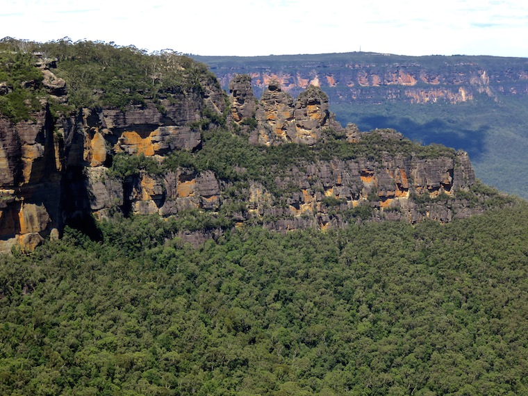 three-sisters-look-out-blue-mountains