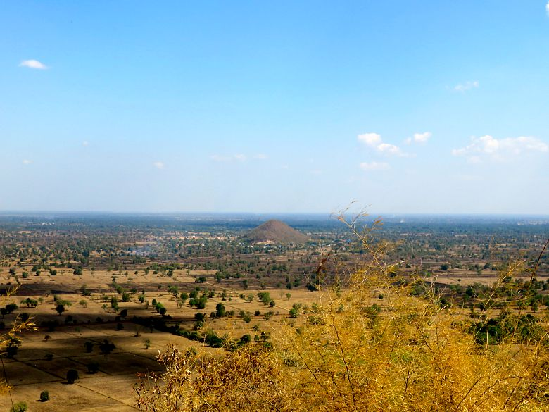 view-phnom-sampeou-campagne-cambodge