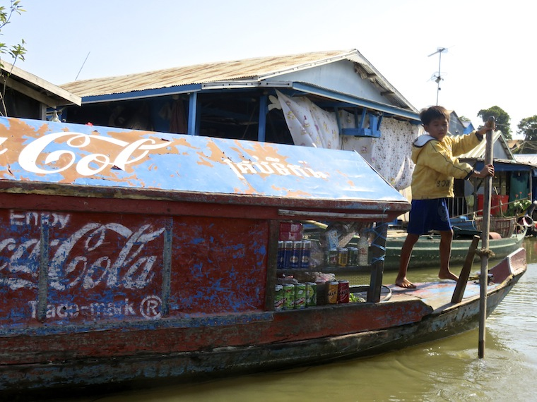 kid-boat-floating-village-kompong-chhnang