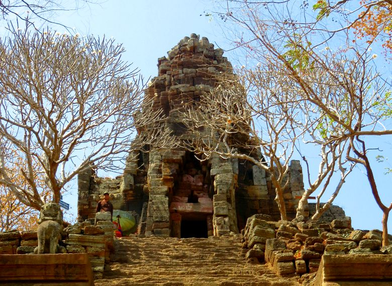 first-temple-stairs-banan-cambodia