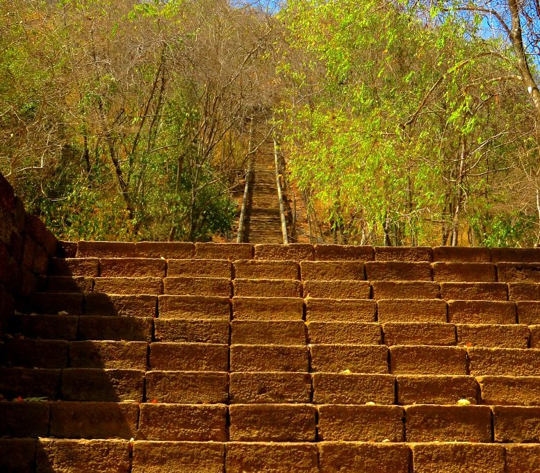 stairs-banan-temple